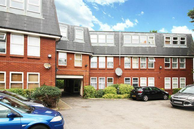 2 bed flat for sale in Trinity Lane, Cheshunt, Waltham Cross EN8