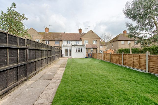 Thumbnail Semi-detached house for sale in Bridgefoot, Buntingford