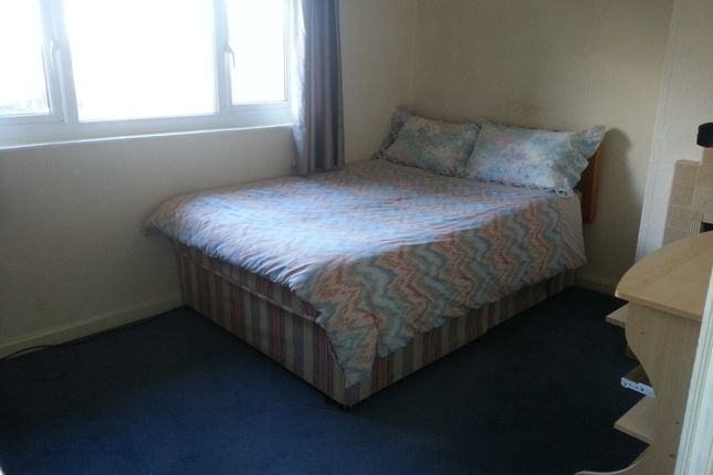 Thumbnail Room to rent in Wrens Nest Road, Dudley