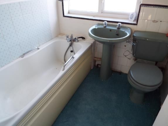 Bathroom of Willow Way, Luton, Bedfordshire LU3