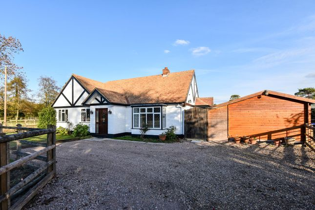 Thumbnail Bungalow to rent in Fulmer Road, Gerrards Cross