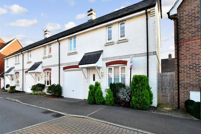 Thumbnail Town house to rent in Harwood Close, Codmore Hill, Pulborough