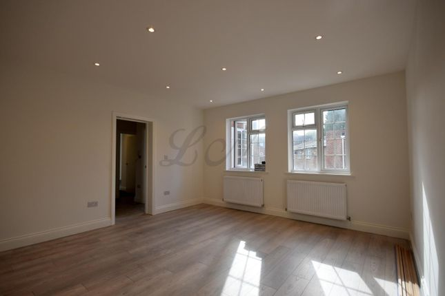 Thumbnail Flat to rent in Rylton House, Walton On Thames