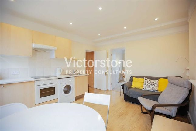 Flat to rent in Turner Street, Whitechapel, London