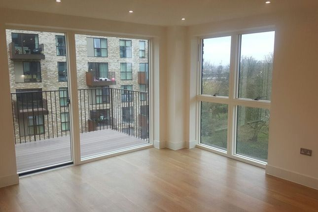 Thumbnail Flat for sale in Lakeside Drive, London