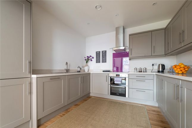 Thumbnail Flat to rent in Tuns Lane, Henley-On-Thames, Oxfordshire