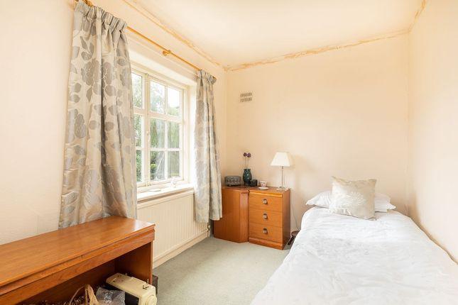 Bed 3 of Heyes Lane, Alderley Edge SK9