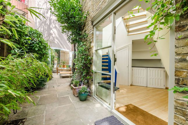 Thumbnail Property to rent in Doughty Mews, Bloomsbury