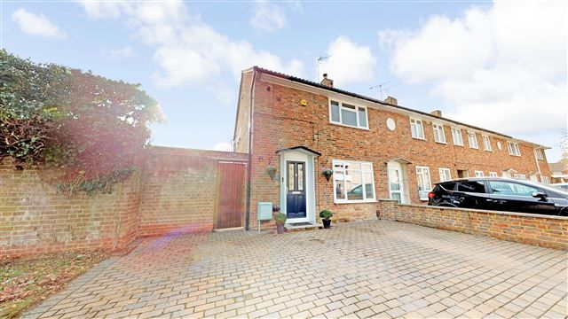Thumbnail End terrace house for sale in Sunnymead, West Green, Crawley