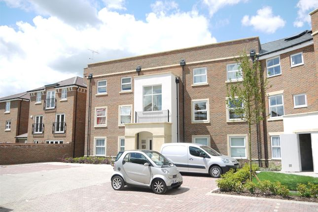 Thumbnail Flat to rent in Summer Gardens, Ickenham, Uxbridge