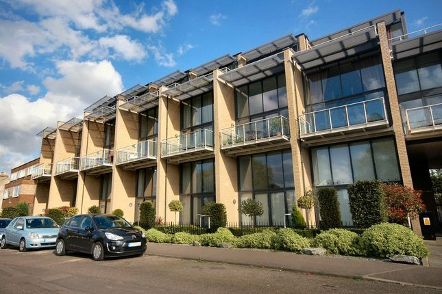 Thumbnail Flat to rent in Water View, Riverside, Cambridge