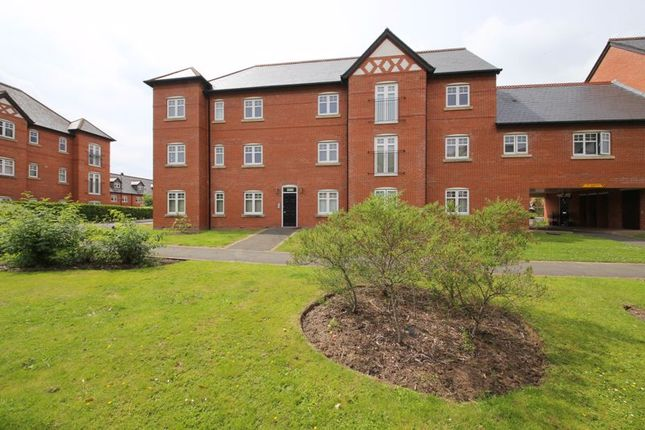 2 bed flat to rent in Alden Close, Standish, Wigan WN1
