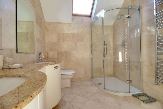 The Master En-Suite, Which Includes A Fabulous Jacuzzi Bath