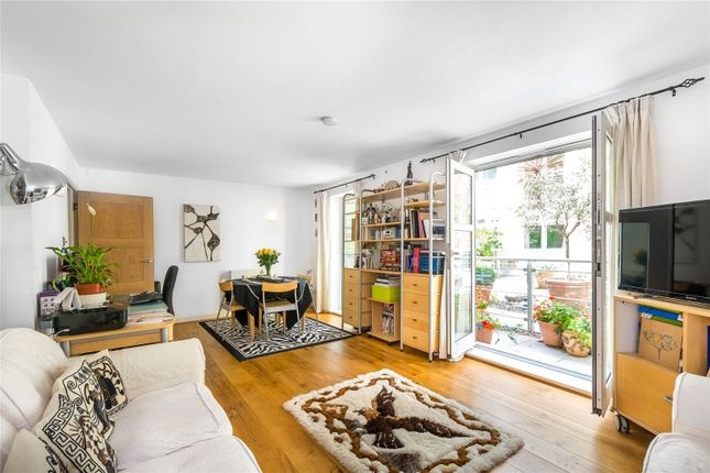 Thumbnail Flat for sale in Benbow House, 24 New Globe Walk, London