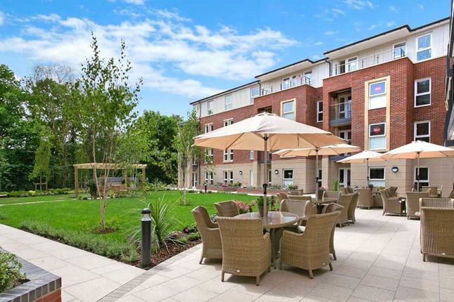 2 bedroom flat for sale in Station Parade, Virginia Water