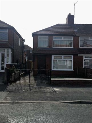 Thumbnail Town house to rent in Selkirk Road, Chadderton, Oldham