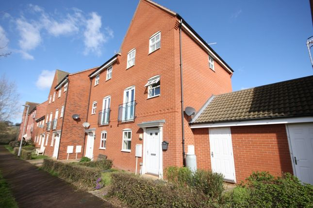 Thumbnail Semi-detached house for sale in Robins Meadow, Evesham