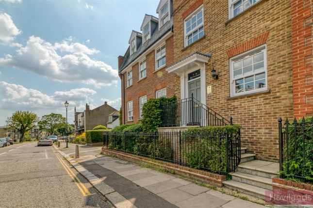 Thumbnail Flat for sale in The Green, Winchmore Hill