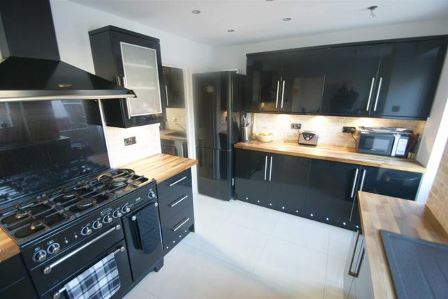 Thumbnail Property to rent in Hilldown Road, Gadebridge, Hemel Hempstead