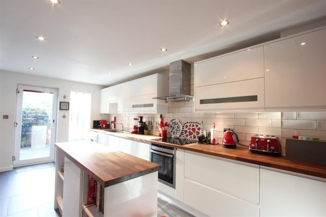 Thumbnail Town house to rent in Spirit Quay, London