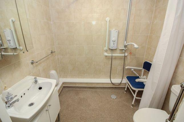 Wet Room of Homegarth House, Leeds LS8
