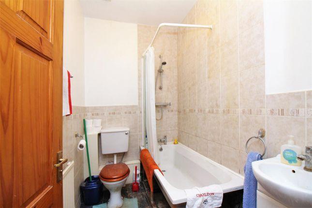 Bathroom of Abbey Crescent, Belvedere DA17