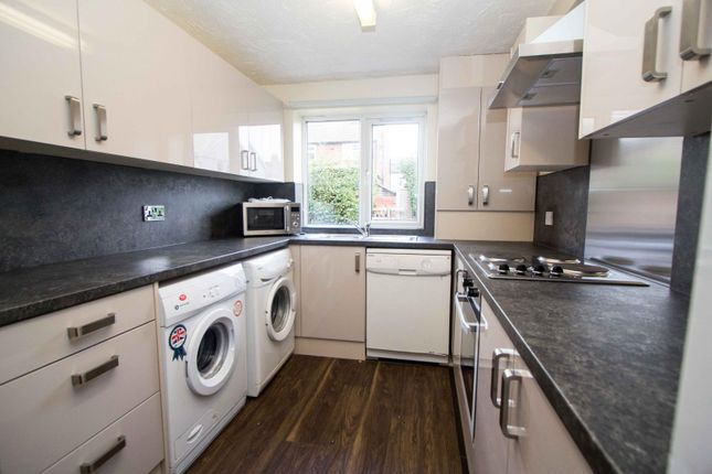 Thumbnail Property to rent in Langdale Avenue, Headingley, Leeds