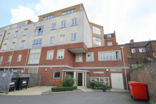 Thumbnail Flat for sale in Chase Side, London