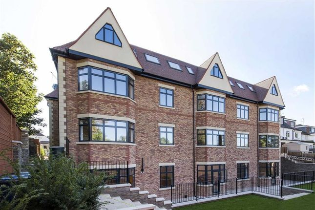 Thumbnail Flat to rent in Sinclair Grove, Golders Green