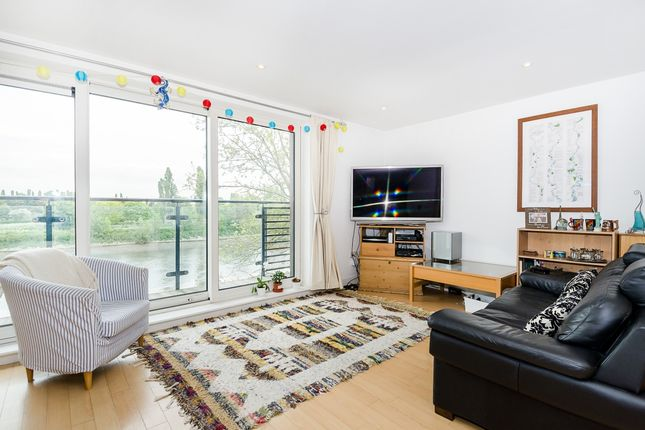 Thumbnail Flat to rent in Mortlake High Street, London
