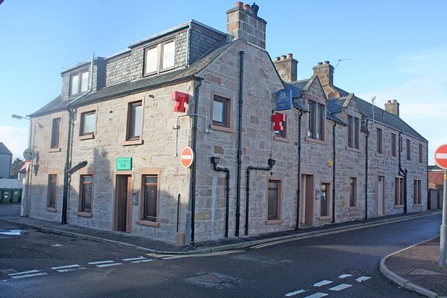 Thumbnail Pub/bar for sale in Caledonian Bar And Apartments, Invergordon, Ross–Shire