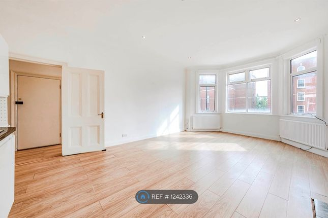 3 bed flat to rent in Finchley Road, London NW3