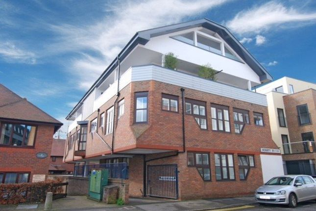 Thumbnail Flat for sale in Lyons Crescent, Tonbridge