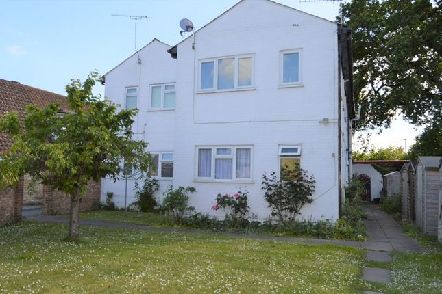 Thumbnail Flat to rent in Old Bath Road, Colnbrook, Slough, Berkshire.