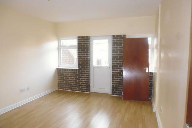 Thumbnail Flat to rent in Alma Road, Rochdale
