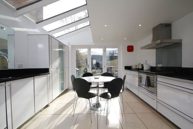 Thumbnail Town house to rent in Circus Street, Oxford