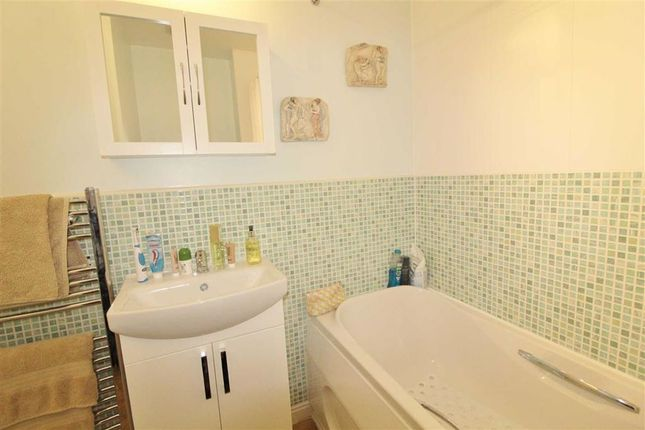 Family Bathroom of Keepers Wood Way, Catterall, Preston PR3