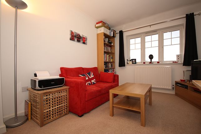 Thumbnail Flat for sale in Maybury Road, Woking