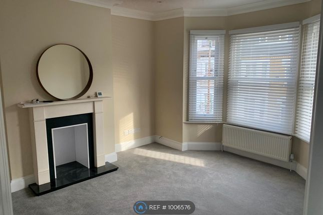 Thumbnail Flat to rent in Chiswick, London