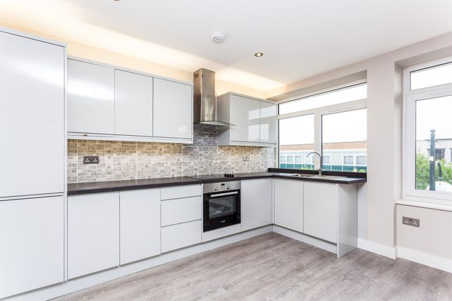 Thumbnail Flat for sale in The Broadway, Crawley