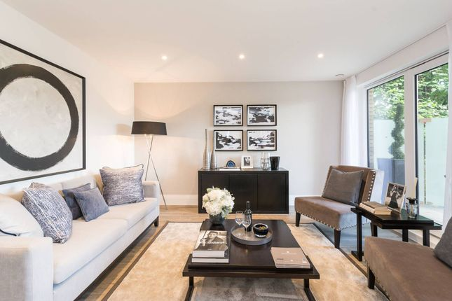 Thumbnail Flat for sale in Middleton Court, Wimbledon
