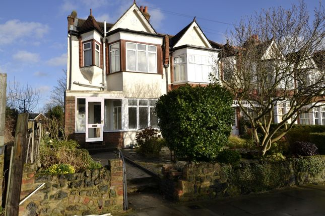 Flat to rent in Compton Road, Winchmore Hill