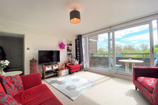Thumbnail Flat to rent in Augustus Close, Brentford