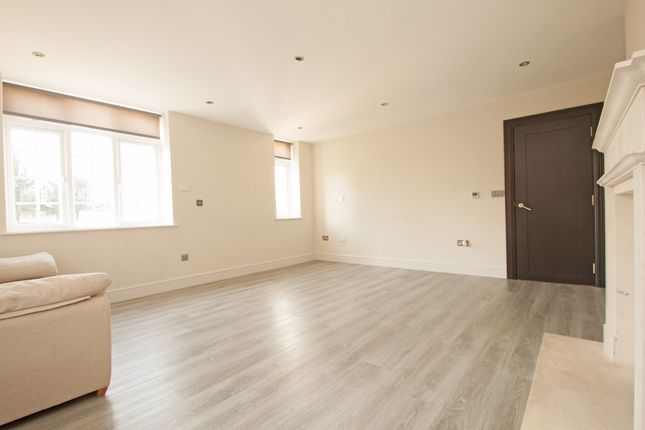Thumbnail Flat to rent in Sandalwood Close, Arkley, - Virtual Viewings Available