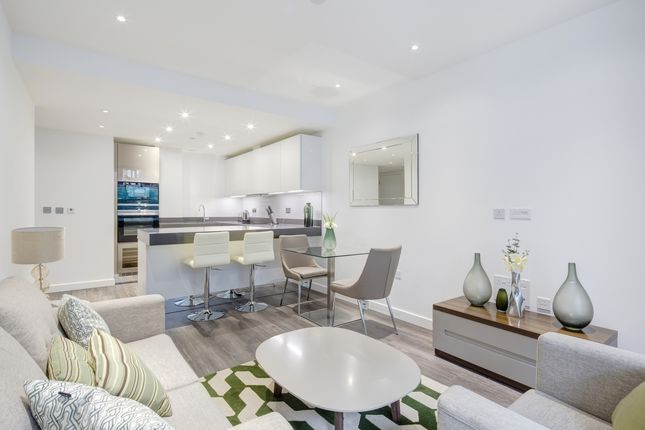 Thumbnail Flat to rent in Catalina House, Goodman's Fields, Aldgate