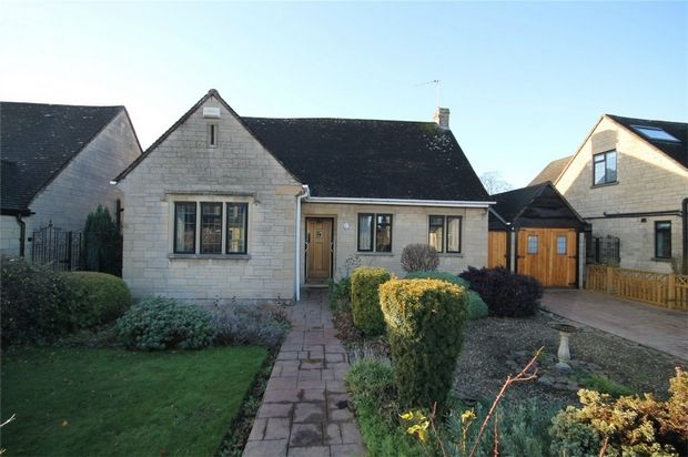 Thumbnail Detached bungalow for sale in Grove Bank, Frenchay, Bristol