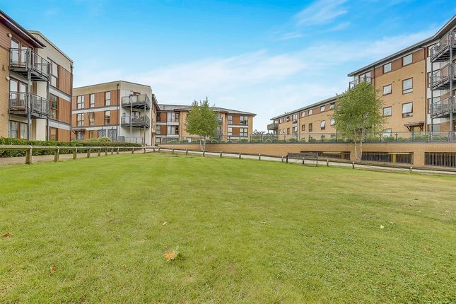 2 bed flat for sale in Commonwealth Drive, Crawley