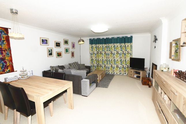 Thumbnail Flat to rent in Foxley Hall, Higher Drive, Purley