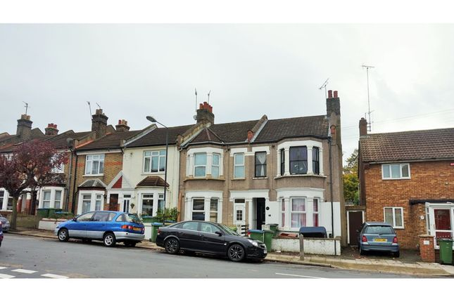 Thumbnail Flat to rent in Myrtledene Road, London