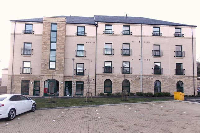 3 bed maisonette to rent in Lady Campbells Court, Dunfermline KY12